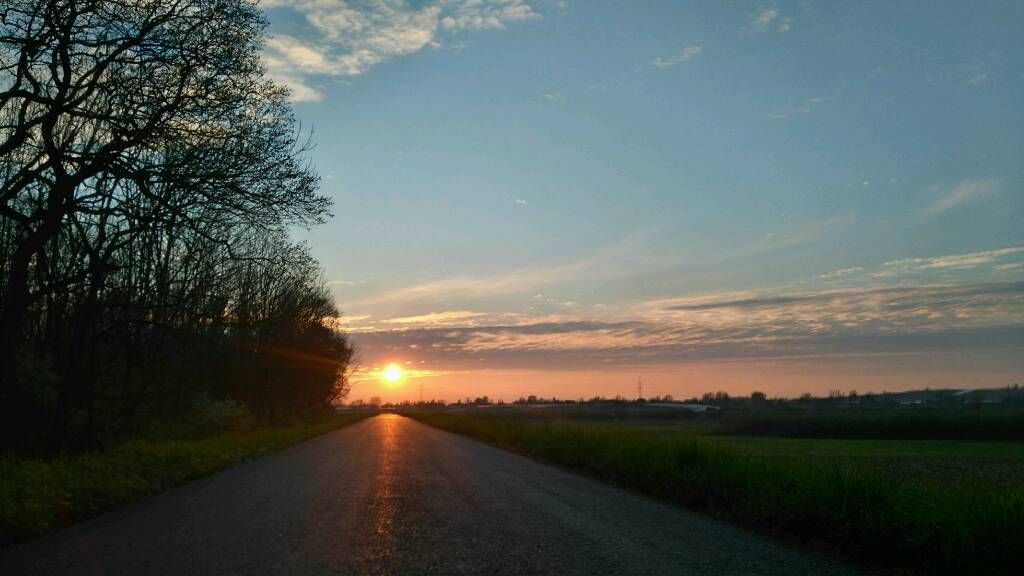 Asfaltowy zachód słońca